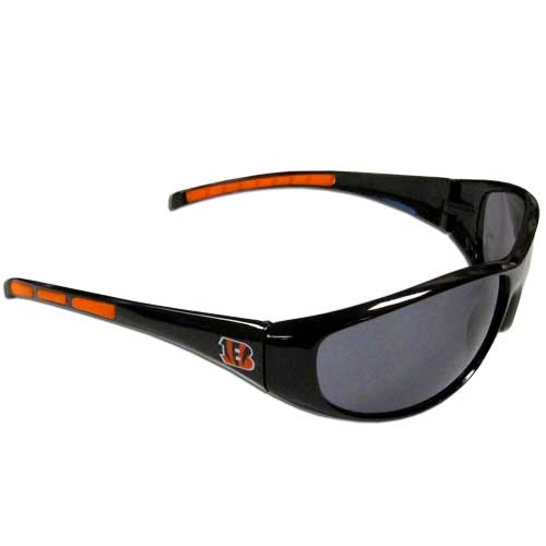 Cincinnati Bengals Wrap Sunglasses - These sporty looking Cincinnati Bengals Wrap Sunglasses sunglasses have the Cincinnati Bengals logo screen printed on both sides of the frames. The wrap sunglass arms feature rubber Cincinnati Bengals colored accents. Look great in our Cincinnati Bengals sports memorabilia while rooting for your favorite sports team. Officially licensed NFL product Licensee: Siskiyou Buckle .com
