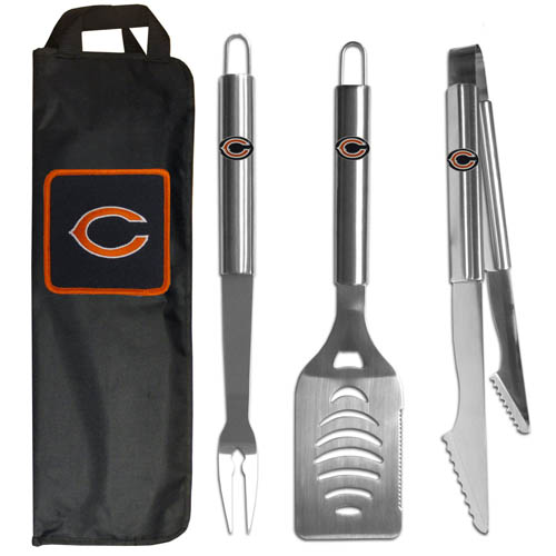 Chicago Bears BBQ Set w/Bag - Our Chicago Bears stainless steel 3 pc BBQ tool set includes a large spatula with built in bottle opener, heavy duty tongs, and large fork. All the tools feature a team logo on the handle. The set comes with a durable canvas bag that has a chrome accented team logo.  Officially licensed NFL product Licensee: Siskiyou Buckle Thank you for visiting CrazedOutSports.com