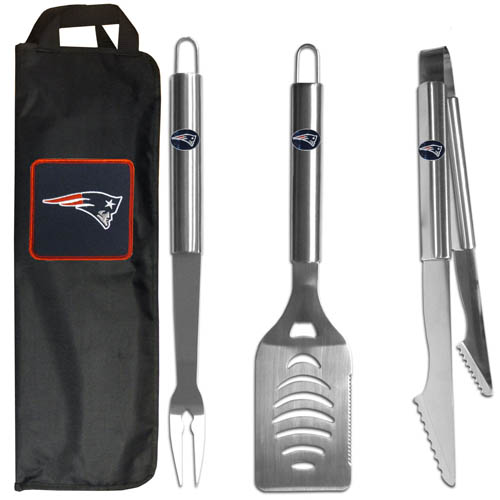 New England Patriots BBQ Set w/Bag - Our New England Patriots stainless steel 3 pc BBQ tool set includes a large spatula with built in bottle opener, heavy duty tongs, and large fork. All the tools feature a team logo on the handle. The set comes with a durable canvas bag that has a chrome accented team logo.  Officially licensed NFL product Licensee: Siskiyou Buckle Thank you for visiting CrazedOutSports.com