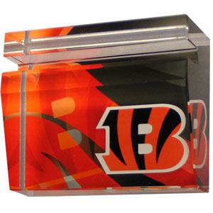 Cincinnati Bengals Business Cardholder - Our Cincinnati Bengals crystal business cardholder is a great way to dress up your desk. The heavy duty cardholder weighs over a pound and is cut from water clear glass and features crisp team graphics that reflect off of the beveled edges of the cardholders to create a striking 3D effect from any angle. Officially licensed NFL product Licensee: Siskiyou Buckle .com