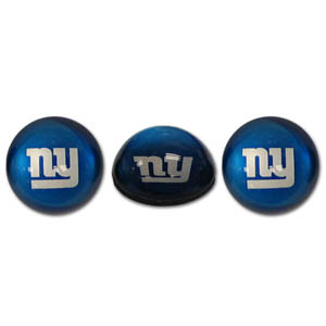 New York Giants Crystal Magnet Set - New York Giants crystal magnet set is a great way to dress up any metal surface. The New York Giants magnets are cut from water clear glass and feature crisp New York Giants graphics that reflect off of the dome create a striking 3D effect from any angle. Officially licensed NFL product Licensee: Siskiyou Buckle .com