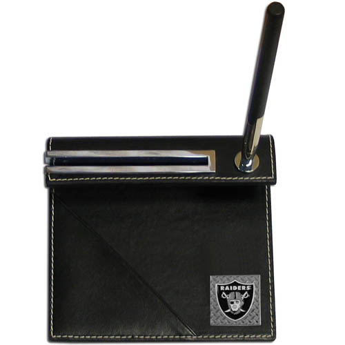 Oakland Raiders Gridiron Desk Set - Our officially licensend NFL Oakland Raiders gridiron desk set features a slot for a note pad, a slot for your business cards and comes with a stylish pen. The set shows off your Oakland Raiders pride with a hand enameled gridiron Oakland Raiders emblem. Officially licensed NFL product Licensee: Siskiyou Buckle Thank you for visiting CrazedOutSports.com
