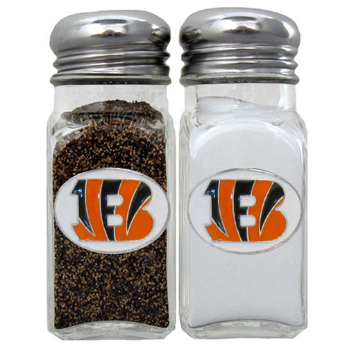 Salt and Pepper Shaker - Cincinnati Bengals - Our NFL salt and pepper set is a great addition to any tailgating event or backyard BBQ. Officially licensed NFL product Licensee: Siskiyou Buckle .com
