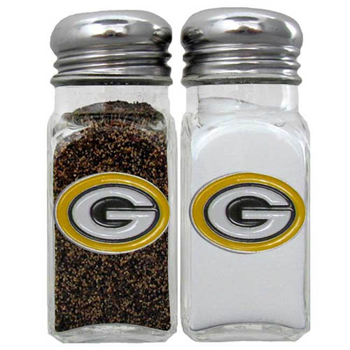Salt and Pepper Shaker - Green Bay Packers - Our NFL salt and pepper set is a great addition to any tailgating event or backyard BBQ. Officially licensed NFL product Licensee: Siskiyou Buckle .com