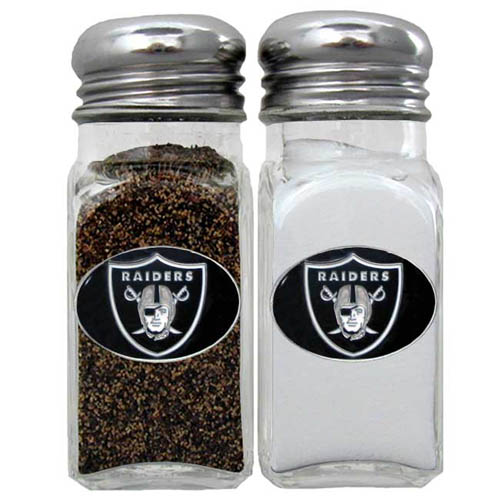 Salt & Pepper Shaker - Oakland Raiders - Our NFL salt and pepper set is a great addition to any tailgating event or backyard BBQ. Officially licensed NFL product Licensee: Siskiyou Buckle Thank you for visiting CrazedOutSports.com