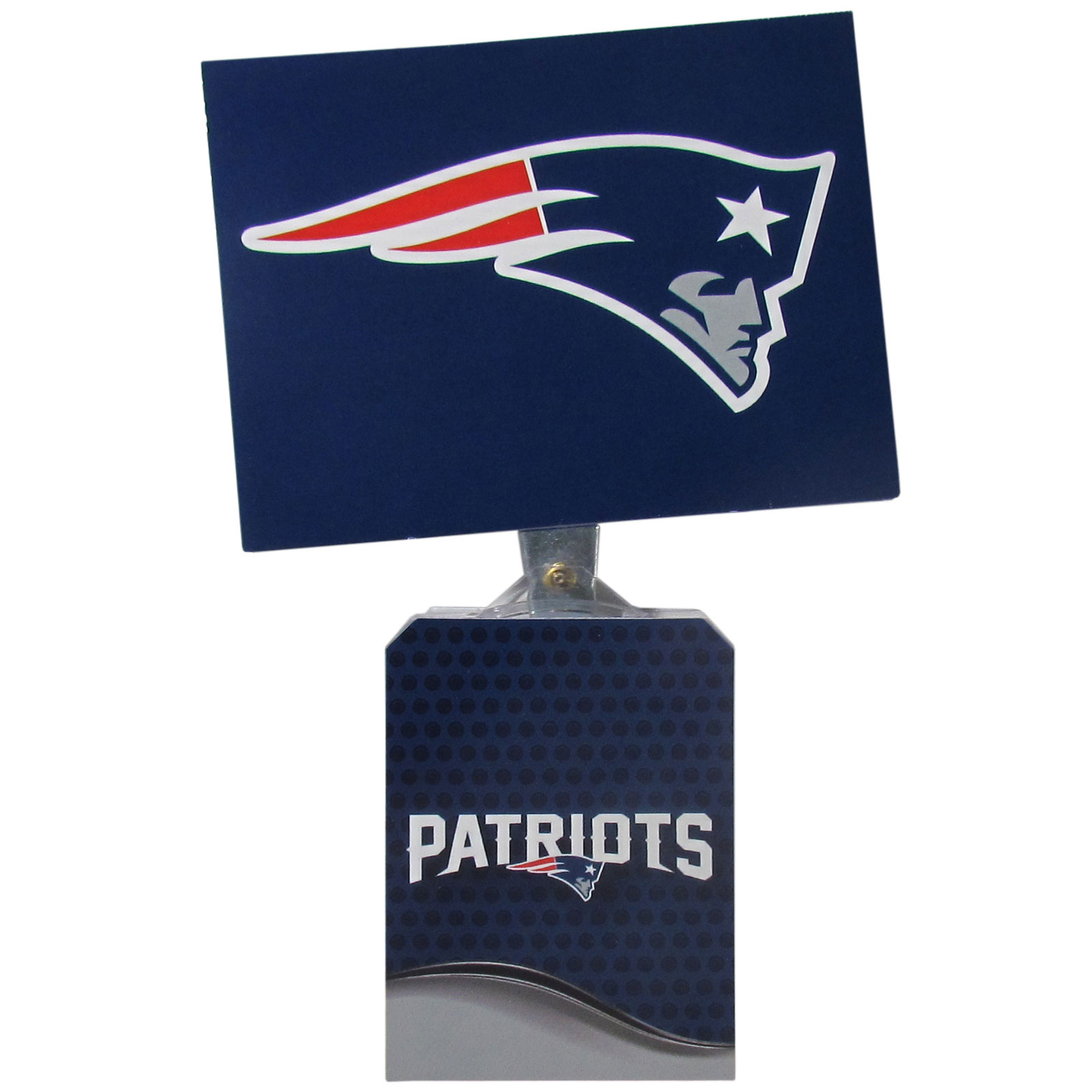 New England Patriots Solar Flags - Get pumped up on the way to game with Siskiyou's Chicago Bears New England Patriots Solar Flag that mounts to your dashboard or window. The in-motion solar flag also doubles as decoration for your tailgate or homegate! The base of the flag is 3 inches tall and the flag is 4 inches making the entire in-motion solar flag stand at 7 inches tall. Keep your spirit moving with your favorite team's Solar Flag.