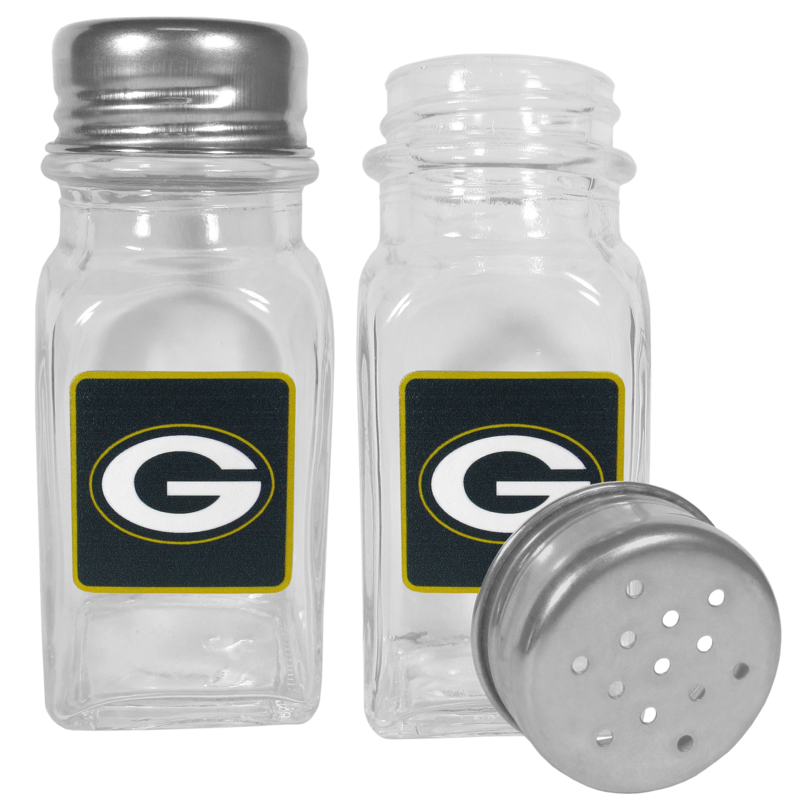 Green Bay Packers Graphics Salt & Pepper Shaker - No tailgate party is complete without your Green Bay Packers salt & pepper shakers featuring bright team logos. The diner replica salt and pepper shakers are glass with screw top lids. These team shakers are a great grill accessory whether you are barbecuing on the patio, picnicing or having a game day party.
