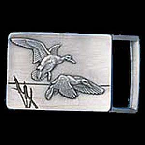 "Belt Buckle - Ducks In Flight (1 1/4"") - This finely sculpted and enameled belt buckle contains exceptional 3D detailing. Siskiyou's unique buckle designs often become collector's items and are unequaled with the best craftsmanship.  The smaller size is perfect for thinner belts."
